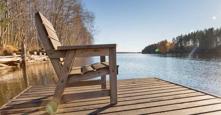 En plats i solen vid älven en vårdag, vad mer behöver man?