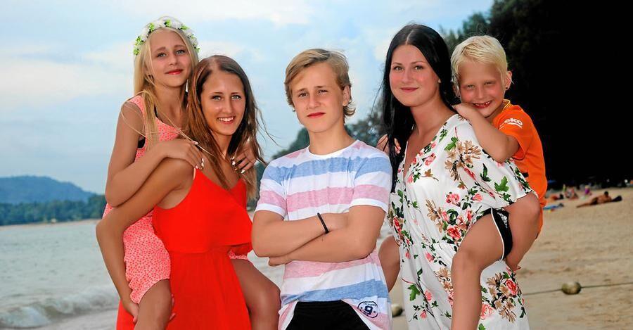 Peter och Lindas barn: Felicia, 12, sitter på ryggen på Emilia, 14. Joel, 14, Julia, 18, och Liam, 8.