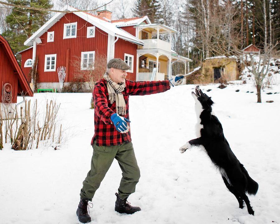artisten-peter-carlsson-viktigt-inte-bekrafta-bilden-av-lantisar-som-korkade. Hund