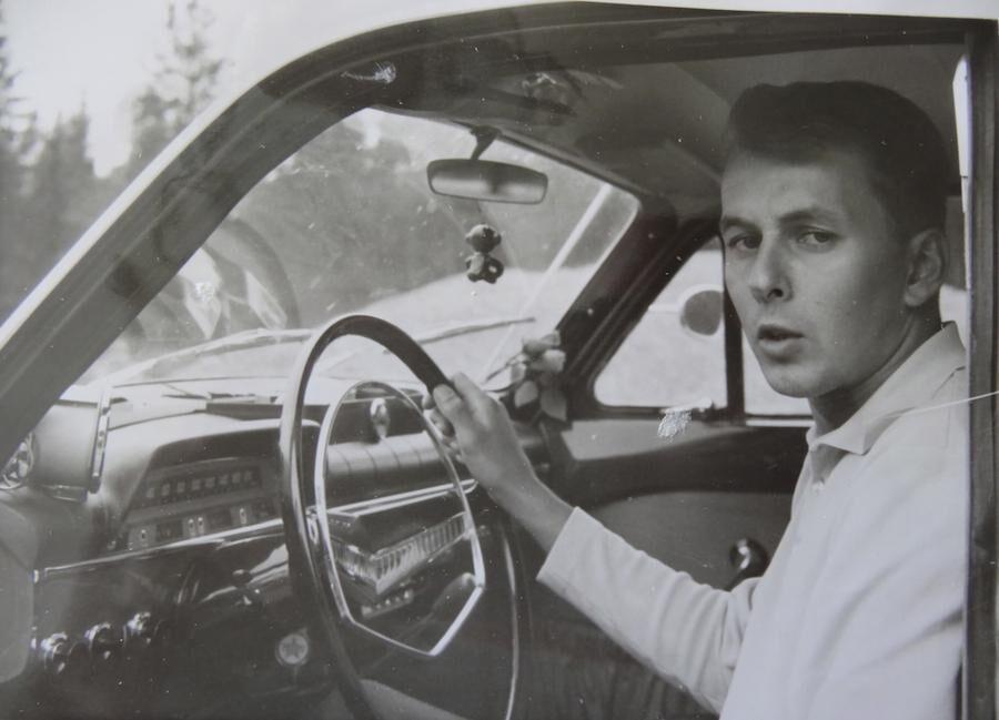 I det gamla fotoalbumet finns en bild när Torbjörn Norberg var 18 år och där hans Volvo Amazon var ny.