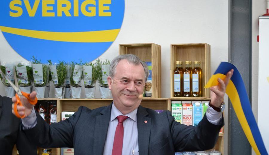 En nöjd landsbygdsminister klippte invigningsbandet för den nya märkningen Från Sverige.