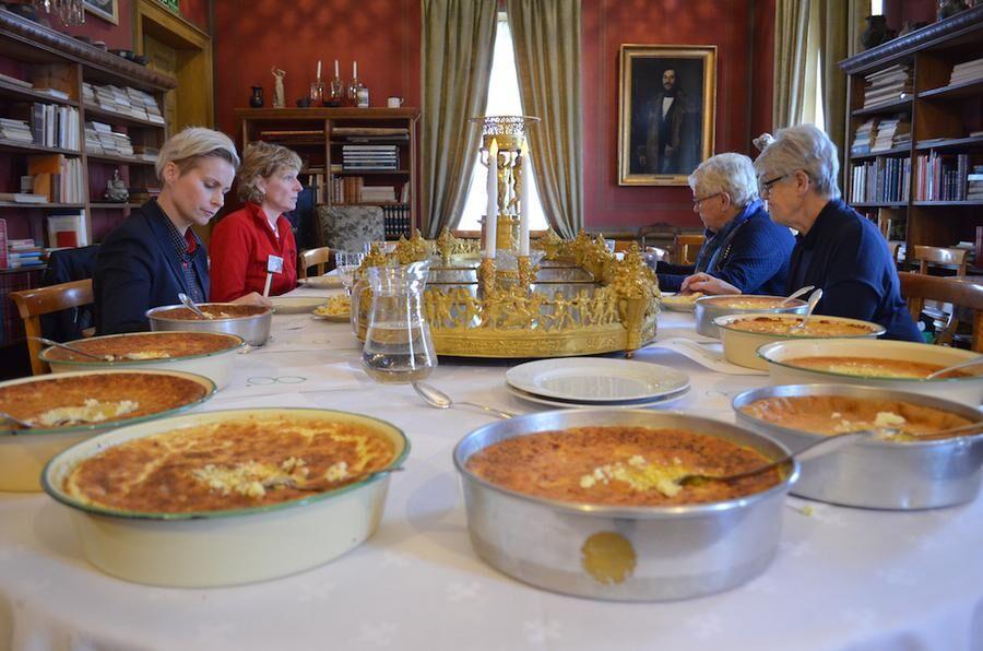 Smak, doft, färg och konsistens. Mycket ska stämma när Sveriges bästa ostkaka ska utses. Foto: Frida Stenland