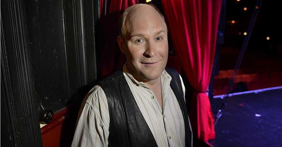 Henrik Dorsin, som gav sig ut på turné med Den vedervärdiga orkestern från Hoting.