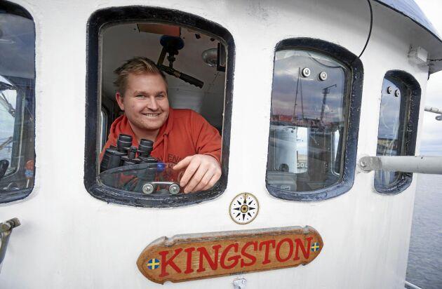 24-årige Andre Nilsson är yrkesfiskare i åttonde generationen i Hörvik i Blekinge. Här i den båt som kort efter brann dramatiskt ute till sjöss.