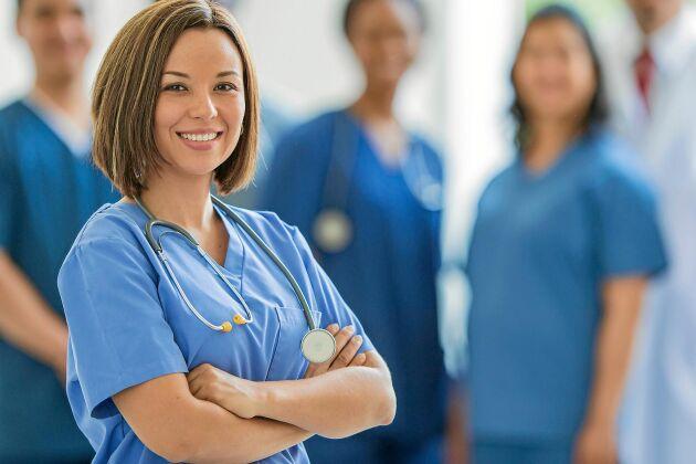 Sjuksköterskor har mycket goda framtidsutsikter enligt arbetsförmedlingens nya rapport.