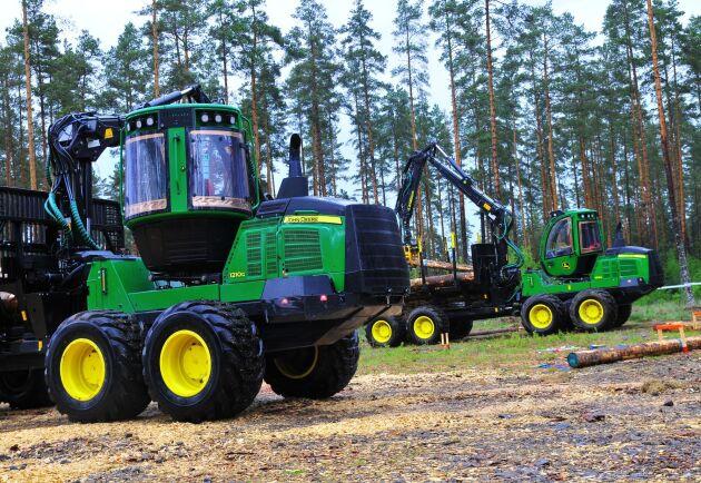 Det var John Deeres skogsmaskiner som användes under tävlingen.
