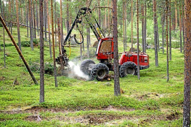 Eftersom klimatförändringarna påverkar möjligheterna att bedriva ett hållbart skogsbruk ska Komatsu Forest, tillsammans med skogsbranschen, utveckla en ny konceptmaskin för ett skonsammare skogsbruk. Den nya maskinen presenteras nästa år.