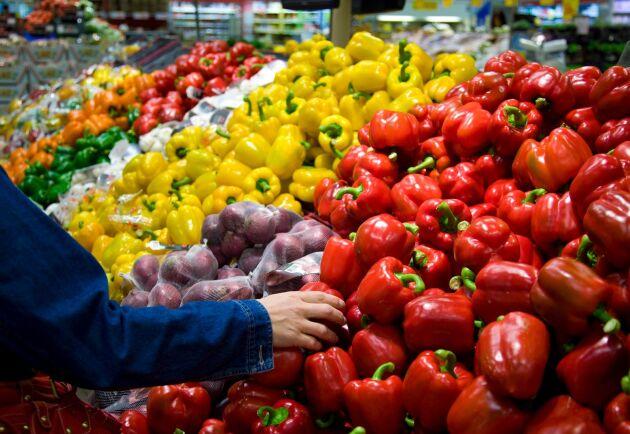 Grönsaksdisk i livsmedelsaffär.