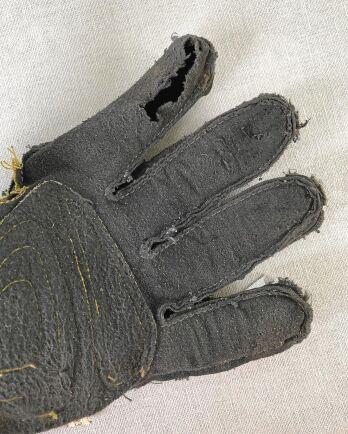 1. Vänd handsken.