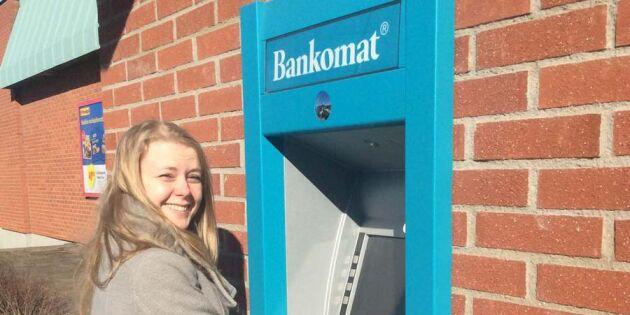 Stort firande när Skoghall fick tillbaka bankomaten – här är filmen du inte vill missa!