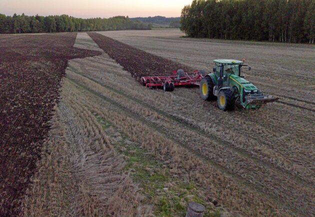 Omkring hälften av de tillfrågade i lantbrukspanelen, 47 procent, tycker att den viktigaste åtgärden för politiken att bidra till en fungerande svensk matproduktion är att förenkla regelverket för primärproduktion av livsmedel.