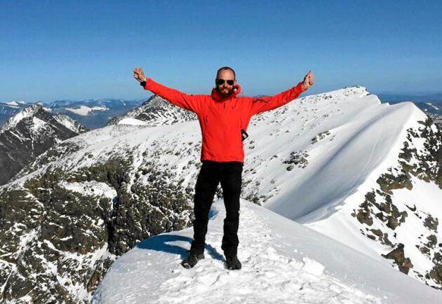 Solen strålade på John Fahlström när han äntligen nådde Kebnekaises sydtopp.
