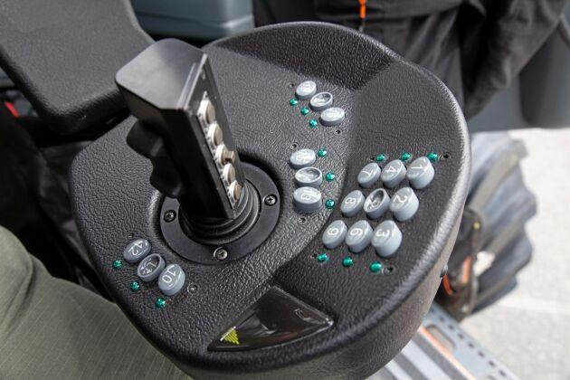 Styrning. Knapparna är programmerbara så att föraren kan anpassa funktionerna efter det man är van vid.