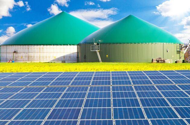 Biogas och solceller. Arkivbild
