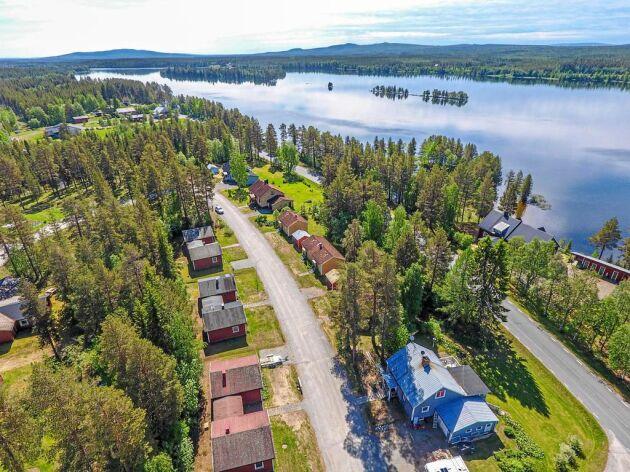 Ringvägen i Blattnicksele är till salu för knappt en halv miljon kronor.