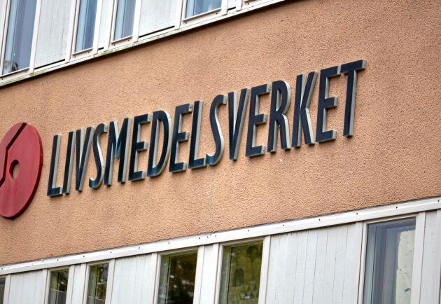 Livsmedelsverket har stoppat ett västsvenskt gårdsslakteri sedan det uppdagats att slakteriet fuskat med hästkött.