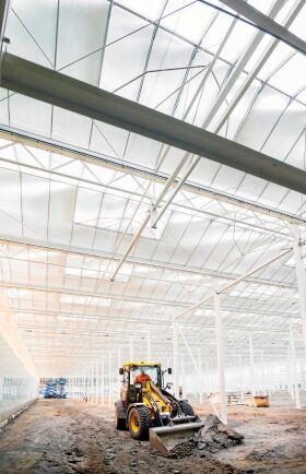 Växthus nummer tre, drygt 4000 kvadratmeter stort med 600 kvadratmeter fiskhus, är snart färdigbyggt.