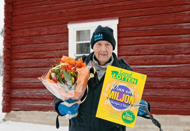 Den lycklige Landlotten-vinnaren bor i Leksand tillsammans med sina tre golden retrievers.