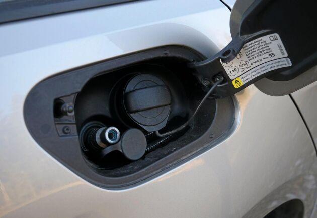 Bilen har tre gastankar i kolfiberarmerad plast eller metall som tillsammans lagrar en volym på 115 liter, varav två i bagageutrymmet.