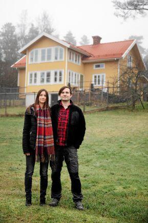 Therese och Andreas kan kombinera sina jobb med alla intressen på sin gård.