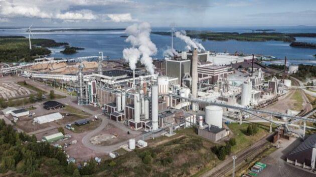 Södra Cells massafabrik i Mönsterås går för högtryck.