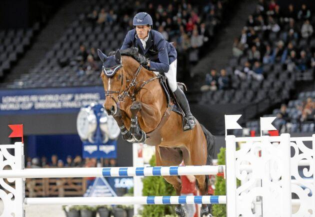 Henrik von Eckermann tillsammans med hästen Mary Lou som han kommer att tävla med i Ryttar-VM i USA.