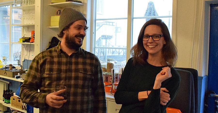 Produktionen av öl kommer att bli betydligt större i år för Jonas Gustavsson och Jennie Nilsson. Foto: Ronny Karlsson.
