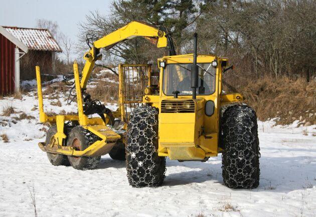 Moderna Drivax har drivning på vagnen, rotator på gripen, hydraulisk förlängning av hjulbasen, vagnsgrind och hydrauliska stabiliseringskolvar.
