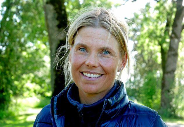 Louise Haaga äger Skästa gård och driver även sitt eget företag Haaga häst. Hon är A-tränare i hästhoppning och håller träningar för 100 ekipage i veckan.