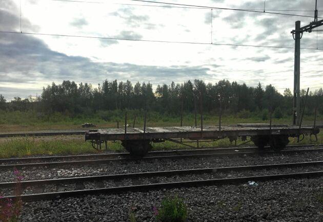 Stationen i Nattavaara i Lappland. Inte så långt från denna plats spårade ett tåg ur och ställde till det för oss som väntade medan mörkret och temperaturen föll.