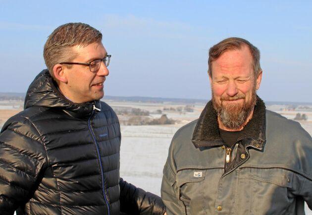 Per Ullberg, VD och Richard Lundell, operatör på Varaslättens Lagerhus är nöjda med sin Bomillmaskin och planerar att köpa två till.