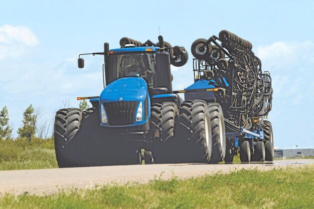6.New Holland T9.670. 648 hästkrafter. Dragkraft 2 848 Nm. Motor FPT Cursor 13 tvåstegsturbo, 12,7 liter. Totalvikt 25 401 kilo.