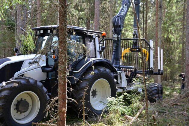 Den nya Alphavagnen följer i samma spår som traktorn.