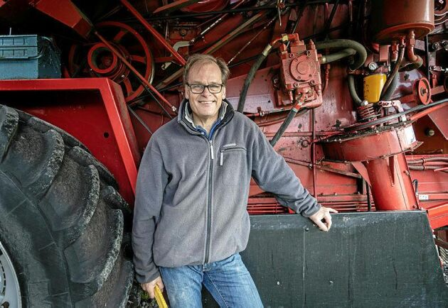 Erik Milton tillbringar mellan fem och sex veckor i Jämtland under vårbruket och lika länge under höstbruket.