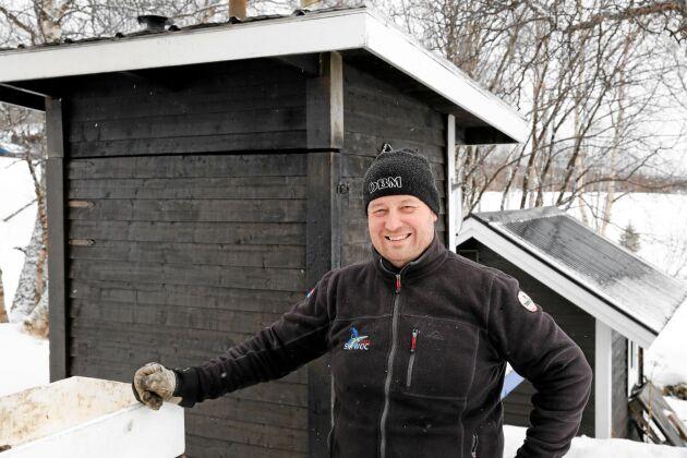 Nicklas Lödesjö övertog rökeriverksamheten för några år sedan, som ett komplement till sitt arbete som mat- och dryckesansvarig på Grönklittsgruppen.