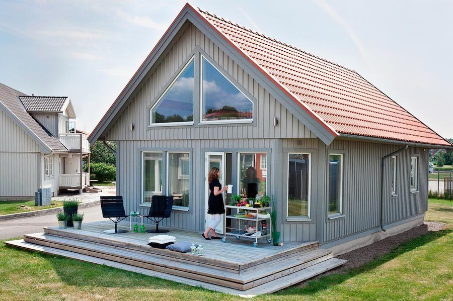 Agö, ett lofthus med gavelförnster. Foto: Hudikhus.