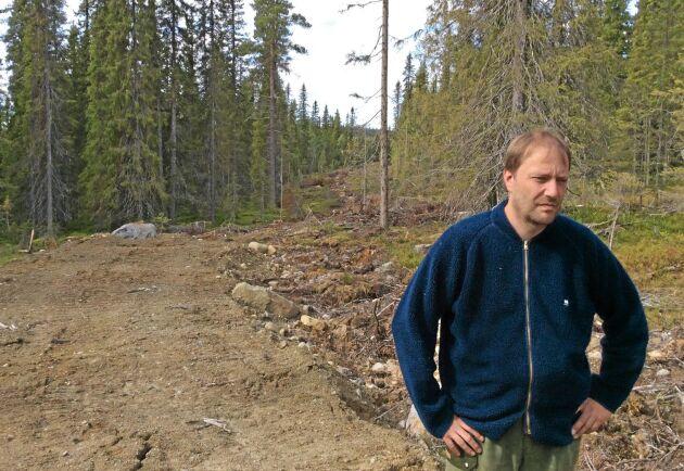 Skogsägare Bengt Persson på sin fastighet i byn Sandsjö i Åsele. Här planerade han en större avverkning som stoppades när myndigheterna gjorde nyckelbiotop av det mesta.