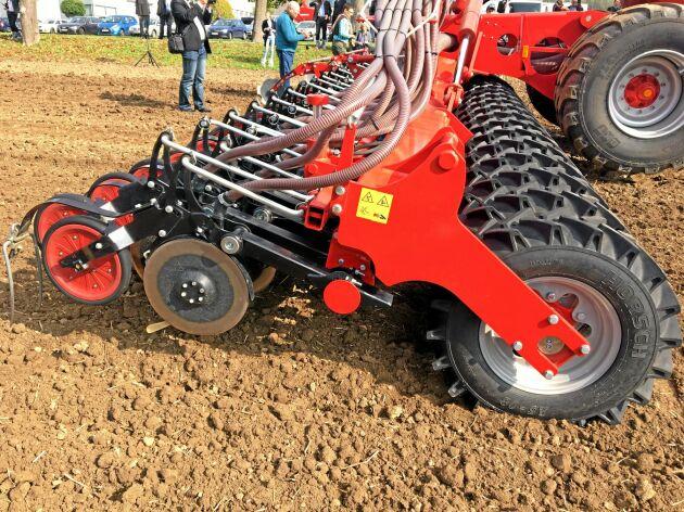 De 30 hjulen på Serto fördelar vikten över fältet.