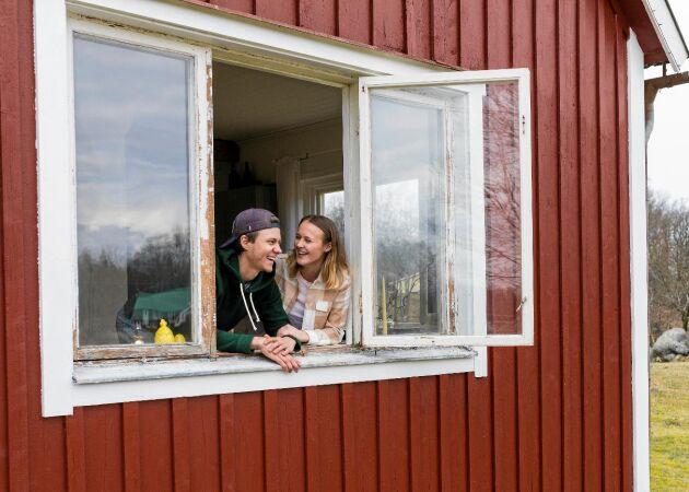 Tom och Julia renoverade gamla skolan – för 40 000 kronor!