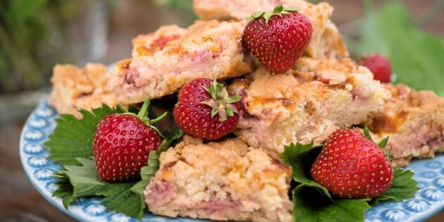 Ljuvlig kaka med jordgubbar och vanilj