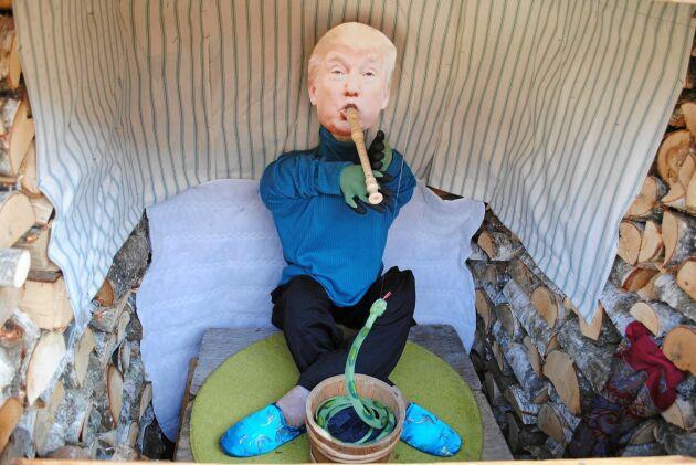 """Donald Trump är cirkusens ormtjusare. """"Drar du i handtaget kommer flöjten att vissla"""", säger Egon Svärd."""