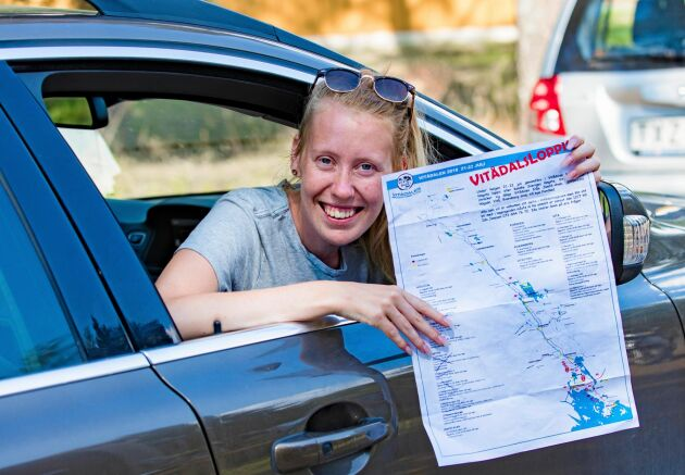 Lina Sundqvist hade tillsammans med sin blivande make Robert Lundqvist som mål att hinna med samtliga 32 loppisar under lördagen. Då gällde det att ha den fina kartan i närheten och bocka av på de ställen som man redan hade besökt.