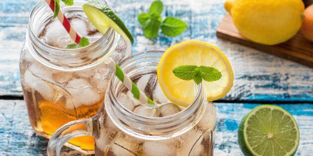 Kallbryggt te med skuren frukt