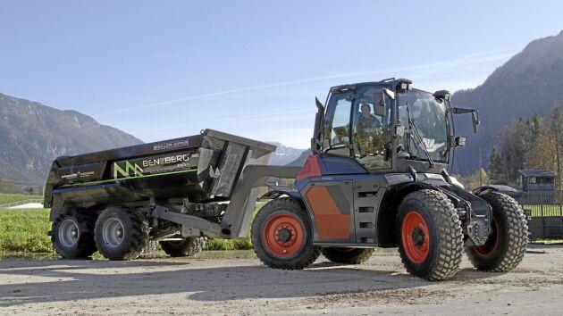 Skogs- och flakvagnar med svanhals kan enkelt kopplas till traktorn.