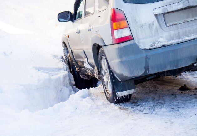 Det finns risker med att hjälpa bilister som kört ner i diken. Arkivbild.