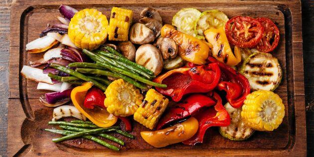Färgglada grillade grönsaker