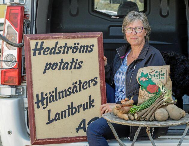 Susanne Hedström har arbetat i butik under större delen av sitt yrkesliv och trivs därför med att åka runt och sälja de egenodlade grönsakerna på traktens fyra Reko-ringar.