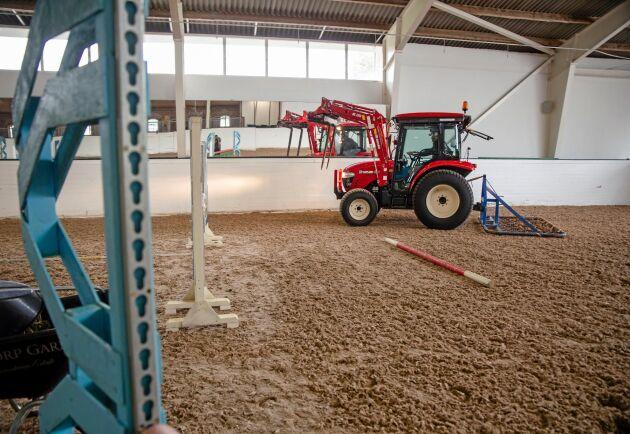 Det finns ett behov i hästnäringen av personal som är utbildade inom skötsel och drift av hästanläggningar.
