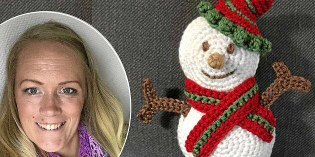Så virkar du en söt snögubbe till julgranen