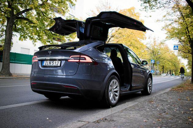 Falkvingedörrarna i Teslas Model X 100D är snygga, men ganska onödiga enligt Lands Ia Wadendal som testkört bilen.